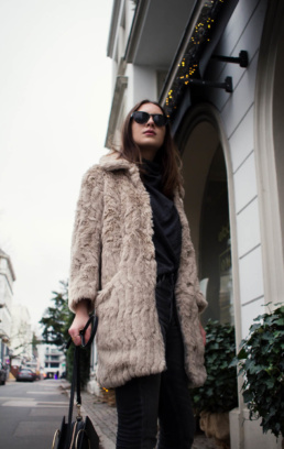 Faux Fur coat Vero Moda H&M highwaist jeans | Fancyflare